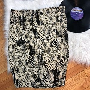 TORRID Skirt Sz 0 Skull Aztec Pattern Black Cream
